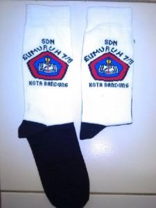 bikin-kaos-kaki-logo-sekolah-di-bandung